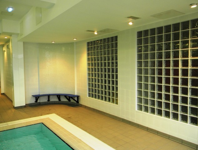 Garons Pool - Leisure Pool Feature Wall
