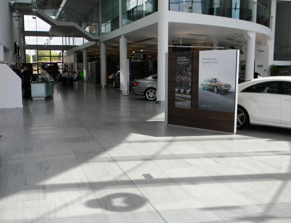 Mercedes benz uk head office for Mercedes benz corporate office complaints